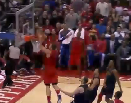 Blake Griffin Supermans for the alley-oop