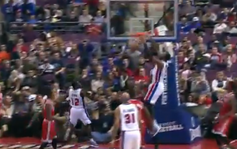 Will Bynum Executes A Perfect Alley-Oop To Andre Drummond
