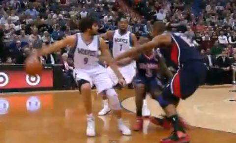 Ricky Rubio's Behind the Back Pass Leads to Three-Pointer