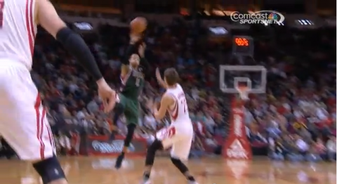 Monta Ellis hits an acrobatic three-pointer at the buzzer to do…