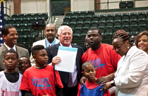 Will Bynum, Illinois Gov. Pat Quinn, Partner To Promote Anti-Vi…