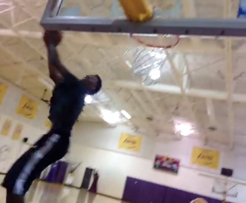Watch Nick Young Throw Down An Easy 360 Alley-Oop