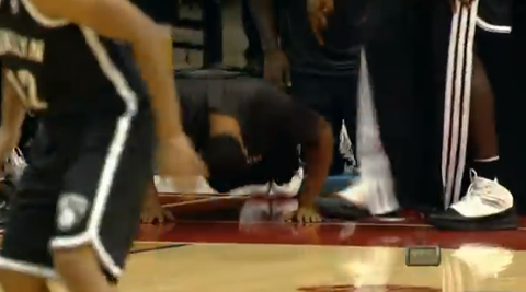 Deron Williams Sideline Push-Ups After Mirza Teletovic 3-Pointe…