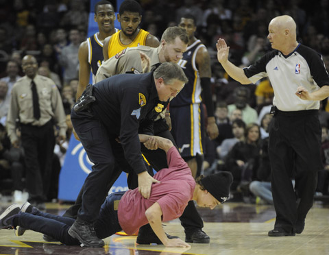 Kyrie Irving Faces Down Fan Rushing The Court, Records 1st Care…