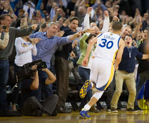Stephen Curry Leads Shorthanded Warriors Over Grizzlies
