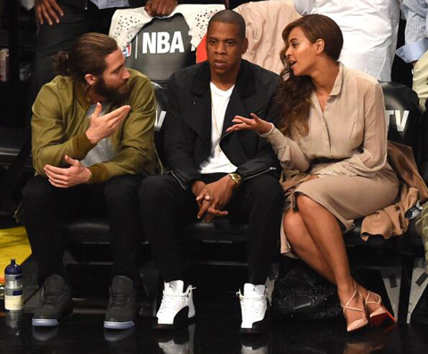 Jay-Z Looks Pissed Stuck Between Beyonce & Jake Gyllenhaal …