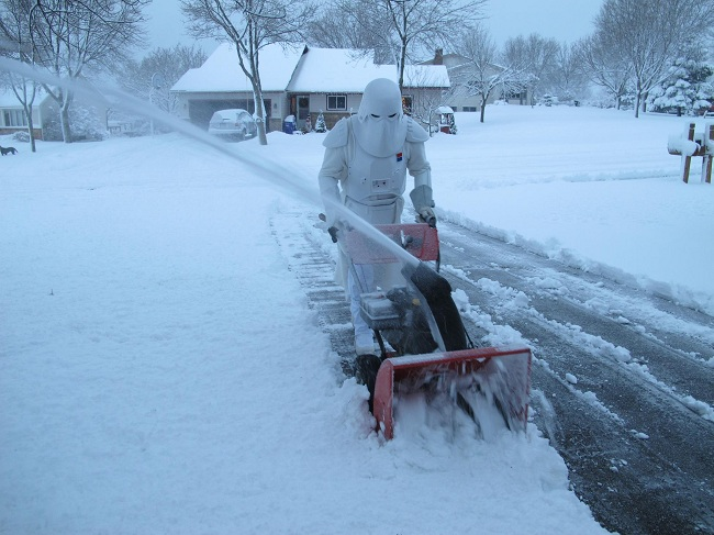 starwars-snow-trooper-irl-snowblowing