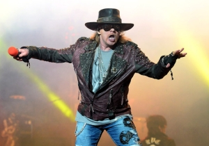 Axl Rose Is Furious That He Spent $100 On Mayweather Vs. Pacquiao