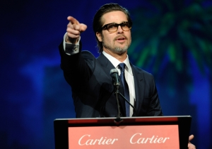 Brad Pitt leads an 'Oyelowo' sing-along at Palm Springs awards gala