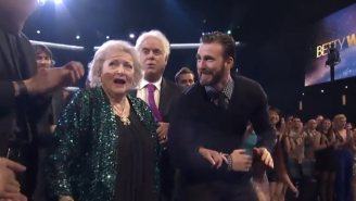Chris Evans Escorted Betty White On Stage At The People's Choice Awards And Twitter Had A Swoon Meltdown