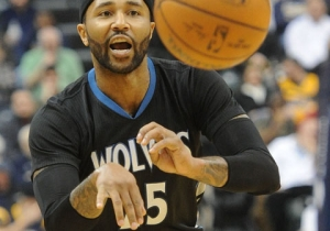 Mo Williams Scores 52 Points; 'Wolves Snap 15-Game Skid