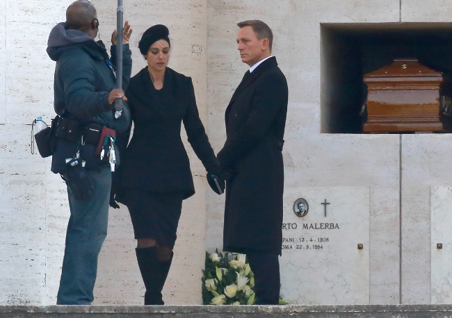 Daniel Craig and Monica Bellucci on the set of SPECTRE