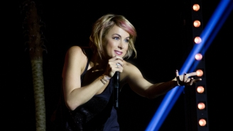 UPROXX 20: Iliza Shlesinger Likes Fruity Drinks, And Her Ex-Boyfriend Took Her To An 'Amazing' Nickelback Concert