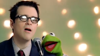 The Guy Playing Rivers Cuomo In Rivers Cuomo's Show Doesn't Look Like Rivers Cuomo