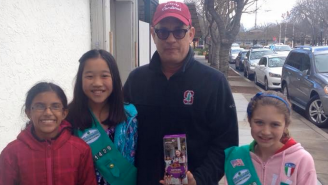 Tom Hanks Helped A Group Of Girl Scouts Sell Cookies