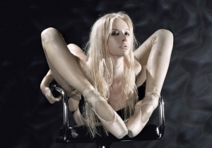 Meet Zlata, The Woman Who Can Fold Herself Into Your Wallet