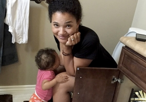 This Photo Of A Mom Breastfeeding On The Toilet Is Sparking Controversy
