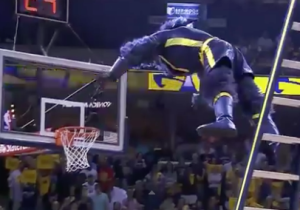 The Grizzlies And Blazers Mascots Had A Ladder Match During Their NBA Playoff Game