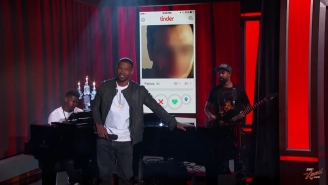Watch Jamie Foxx Dramatically Sing The Worst Tinder Profiles On Earth