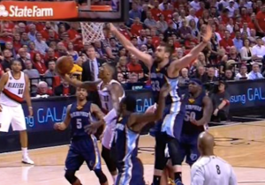 Damian Lillard Capped Off The Blazers' Scorching First Half With This Silly Spin Move