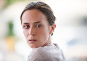 Review: 'Sicario' simmers as it indicts the fallacy of the drug war we can't win