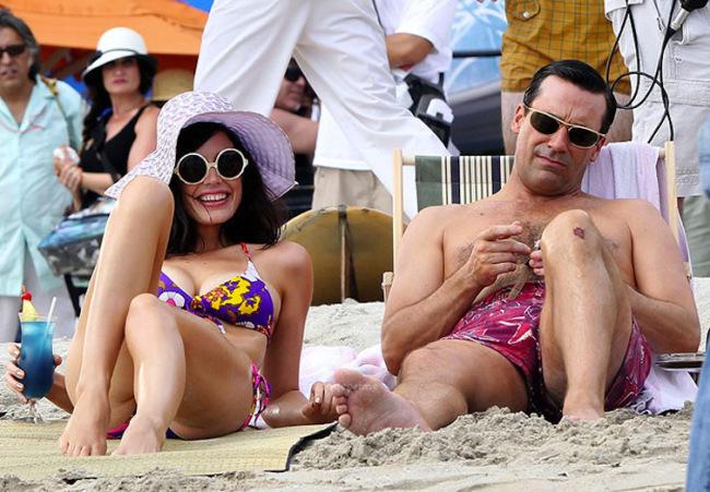 mad-men-hawaii-beach-megan-don-draper-jessica-pare-jon-hamm