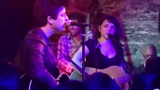 Norah Jones And Billie Joe Armstrong Surprised New Yorkers With A Very Small Show