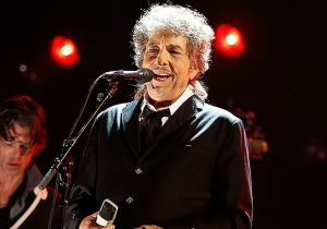 ClickHole Crowdfunded A Sleep Number Bed For Bob Dylan (And Actually Bought Him One)