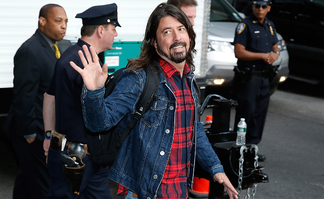Dave Grohl waving