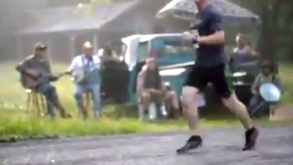 Watch These Hillbilly Hecklers Taunt Racers During A Tennessee Marathon