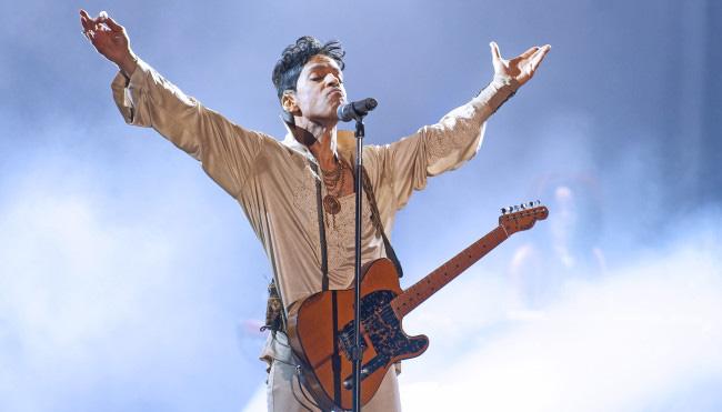 Day 3 Of Hop Farm Festival 2011 - Prince Headlines
