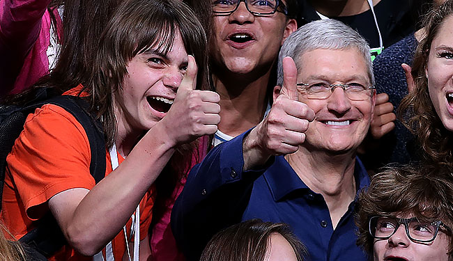 tim-cook-thumbs-up