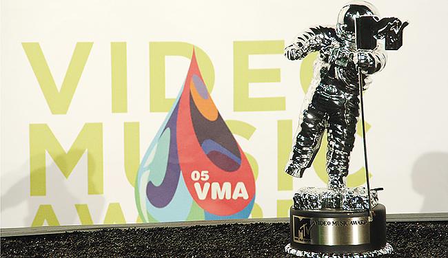 mtv-vma-moonman
