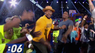 Watch Carmelo Anthony Try To Break The World Record For High Fives In 30 Seconds