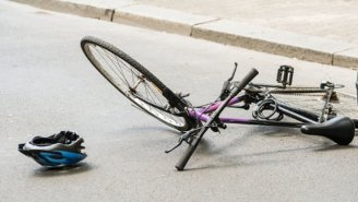 Police Are Looking For The Pedestrian Who Threw A Woman Off Her Bicycle