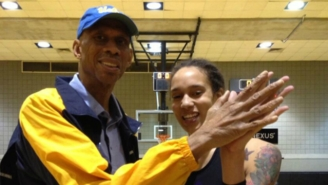 Is This Proof WNBA Star Brittney Griner Has Bigger Hands Than Kareem Abdul-Jabbar?