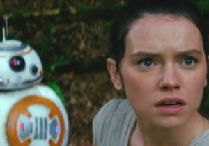 Josh Gad Ambushed His 'Orient Express' Co-Star Daisy Ridley With A Bunch Of 'Star Wars' Questions