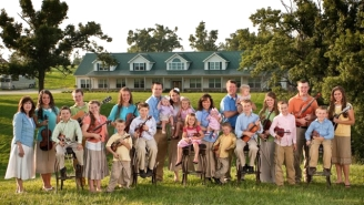 The Duggars Are Reportedly Broke And Begging Their Fans To Donate Cash