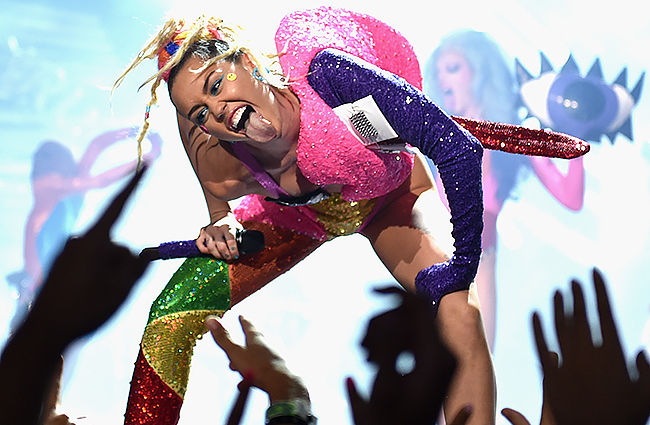 Miley Cyrus & Flaming Lips planning to perform naked