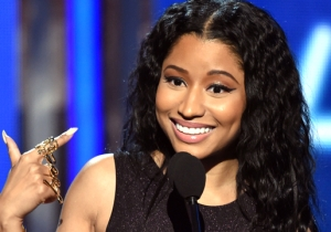 Nicki Minaj Drove By A Man Selling Her Stolen Merch And Trolled Him Hard