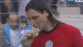 An Argentinian Soccer Player Ate A Hamburger That A Fan Threw At Him