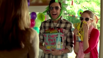 Jason Sudeikis And Alison Brie Have Serious Sexual Tension In The 'Sleeping With Other People' Red Band Trailer