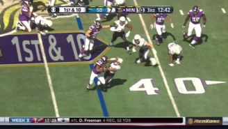 Adrian Peterson Shows He's Still Got It With This Amazing Touchdown Run