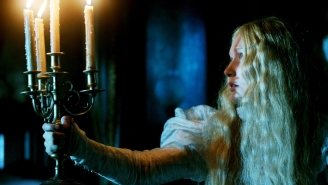 Review: 'Crimson Peak' gives voice to both halves of Guillermo Del Toro's brain