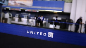 United Apologizes After Forcing A Disabled Man To Crawl Off Their Airplane