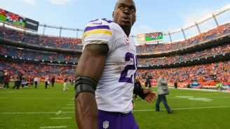Adrian Peterson Got Sick After Swallowing His Chewing Tobacco On The Vikings' Team Plane