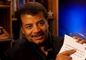 Watch Neil deGrasse Tyson Read Mean Tweets From Folks Who Don't Appreciate His Movie Criticism