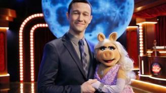 Watch Joseph Gordon-Levitt And Miss Piggy Duet On 'The Muppets'
