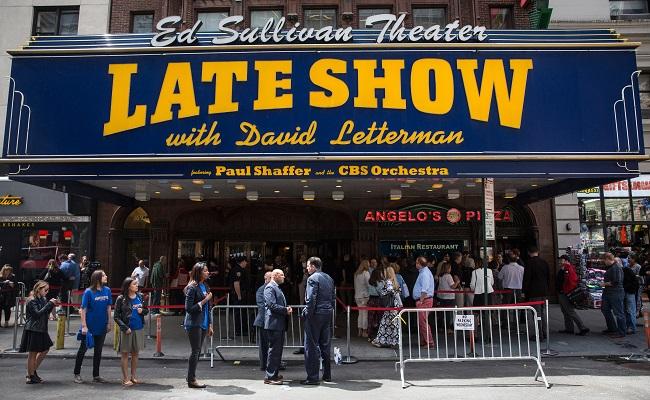 Fans Gather At Ed Sullivan Theatre Before David Letterman's Last Show