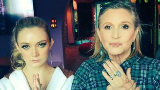 "Carrie Fisher Gives a Peek at Her Final Preparations for ""Star Wars"" Premiere"